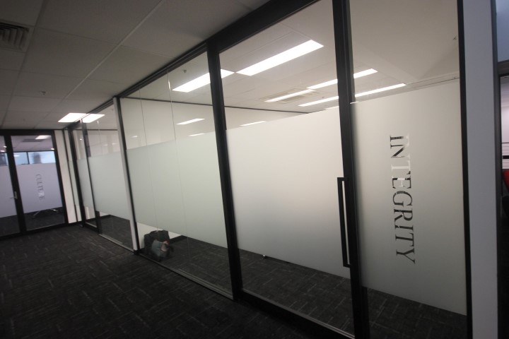 window-frosting-sydney-expeditor